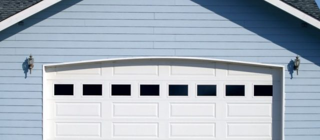 Materials for garage doors, the pros and cons